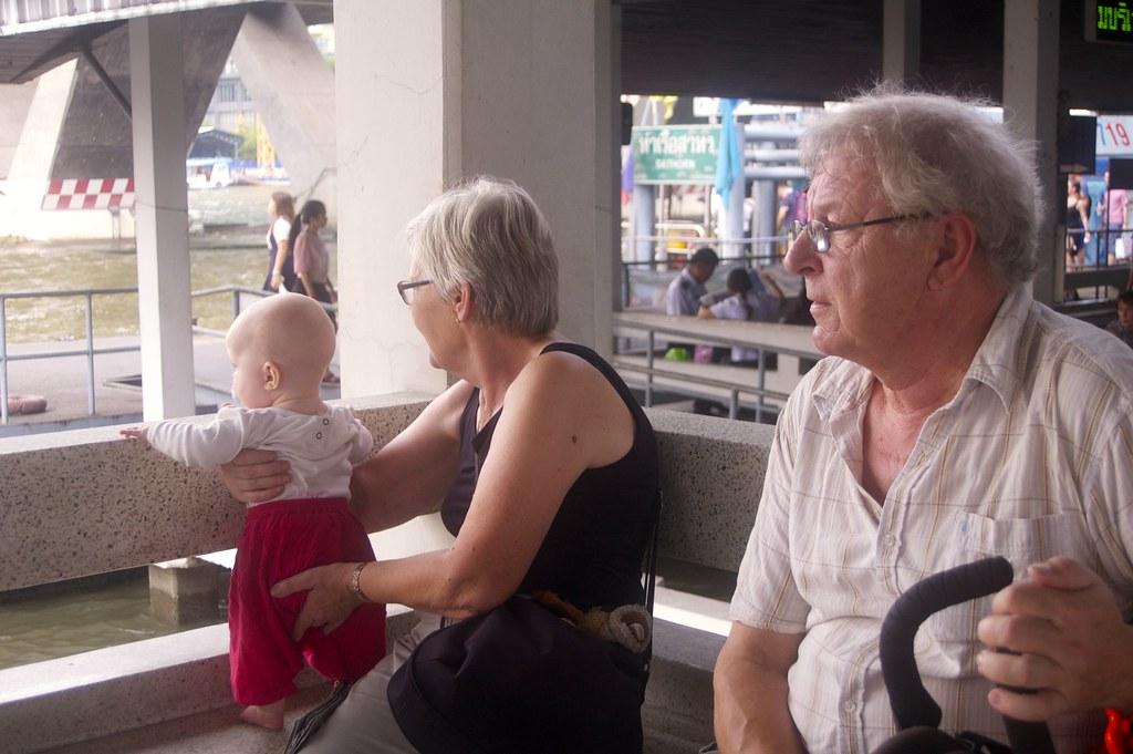Isovanhempien kanssa