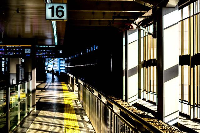 16 bright train will, Fujifilm X-E2, XF35mmF1.4 R