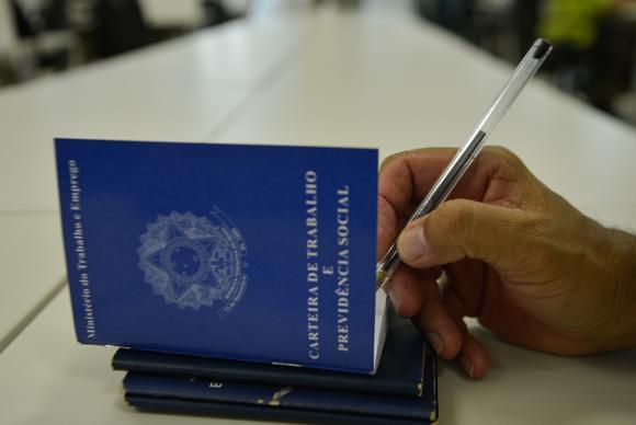 Novas regras estabelecem idade mínima de 65 anos para homens e mulheres se aposentarem - Créditos: Agência Brasil