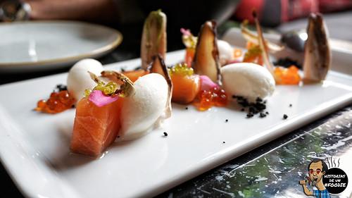 Solomillo de salmón ahumado, endivia a la brasa y helado de yogurt