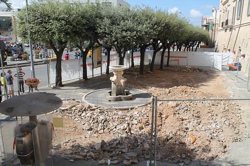 Partono i lavori di restauro alle mura e in piazza Garibaldi fonta a quattro polignano
