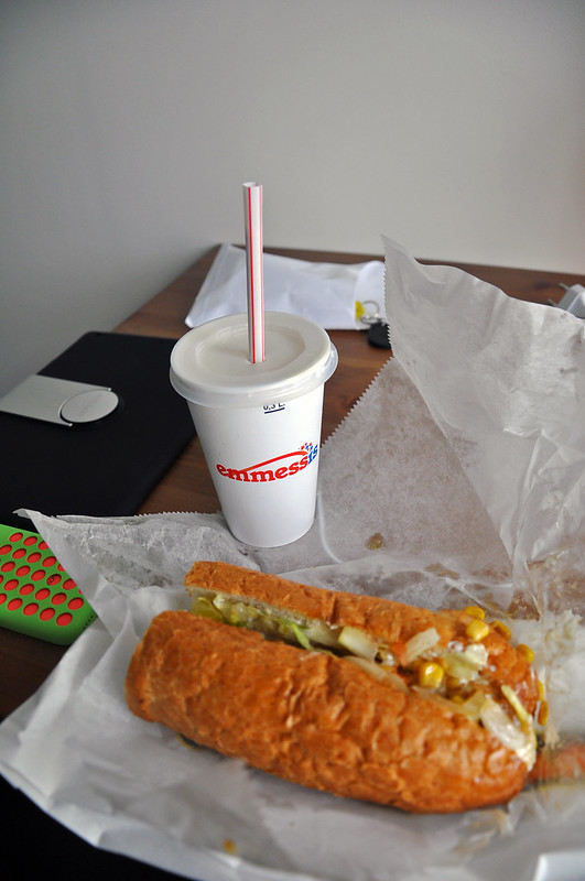 low-key, cheap dinner (vegetarian sub and a small caramel shake) from a fast food place, Hlöllabátar