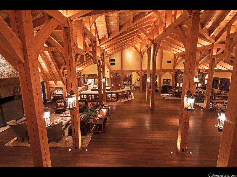 Красивый деревянный интерьер дома в Юте