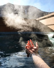 Sometimes you need to push the refresh button by relaxing in a hot tub with a view 🔄 #thanksgiving #trip #holiday #travel #colorado
