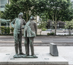 TWO WORKING MEN IN CORK [OISIN KELLY'S SECOND PUBLIC ART INSTALLATION]-122298
