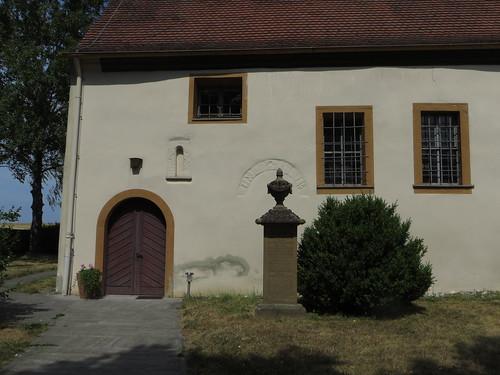 20150804 04 236 Romea Hemmersheim Kirche Denkmal Tor Bogen