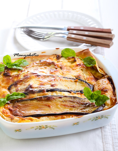 Vegetable lasagna in a baking tin,