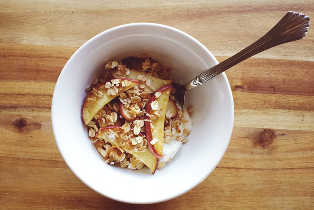 greek yogurt 52 ways # 27: broiled apples with a crunchy oat topping