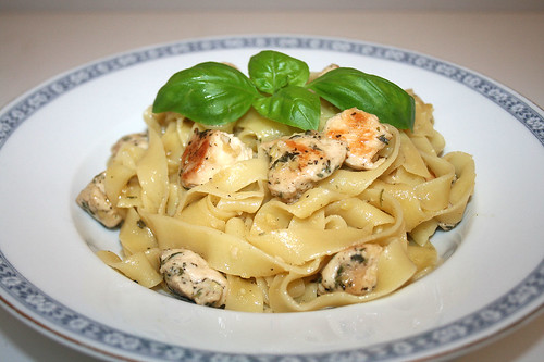 40 - Ginger garlic noodles with thyme chicken / Ingwer-Knoblauch-Nudeln mit Thymian-Huhn - CloseUp