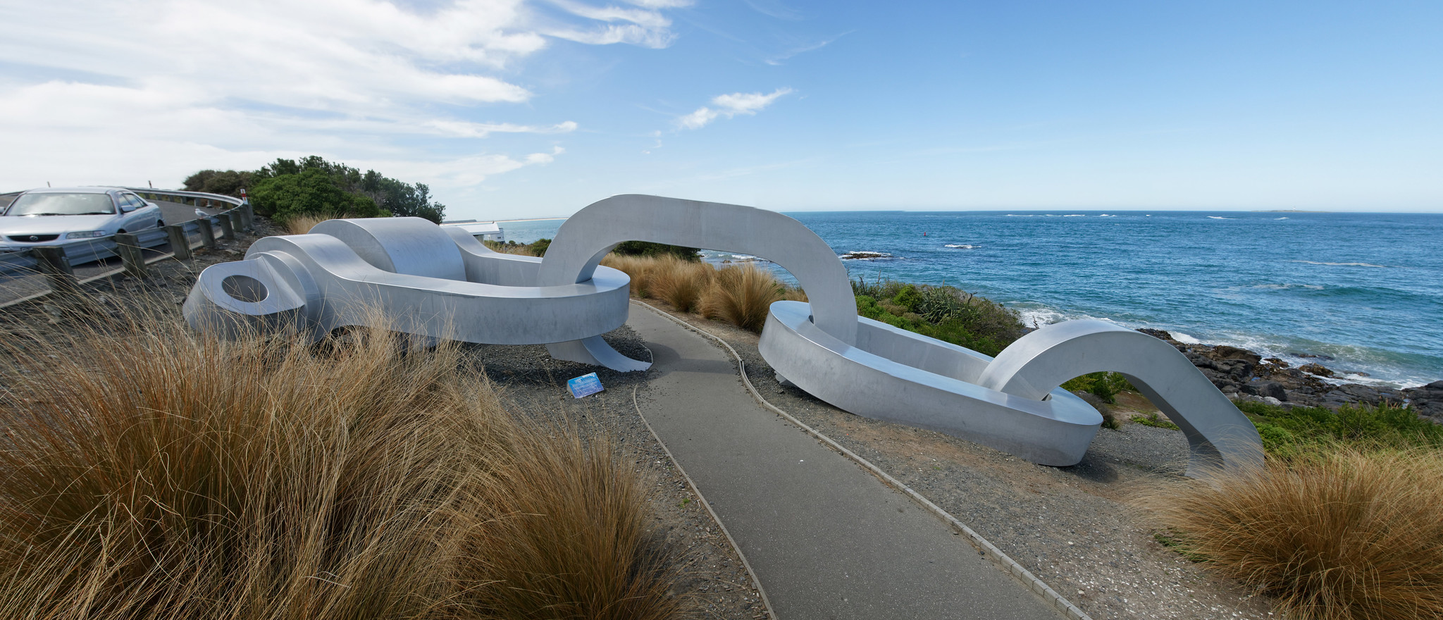 Stirling Point: Bluff's giant chain symbolising its close connection with Stewart Island
