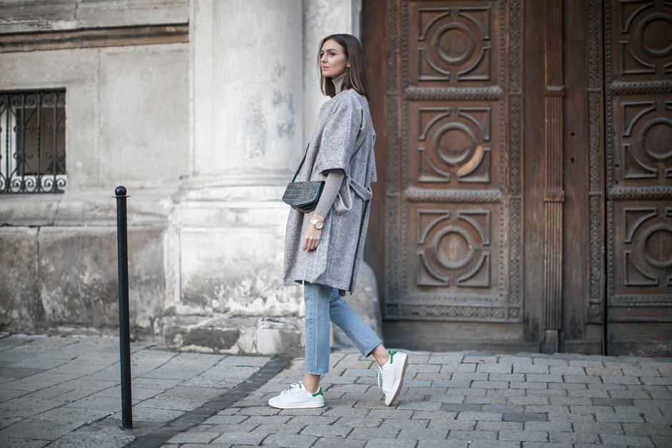 grey-robe-coat-outfit-street-style