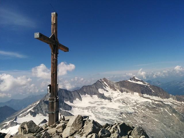 Gipfelkreuz Großer Möseler 3.478 m mit herrlicher Aussicht