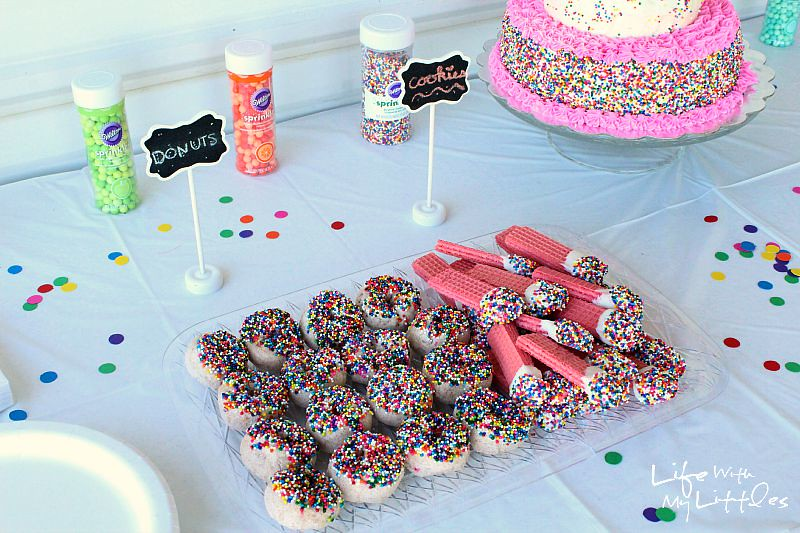 The food is the most important part of throwing a party. Check out why the details matter in this helpful and informative post, plus tips on how to throw a Pinterest-worthy party!