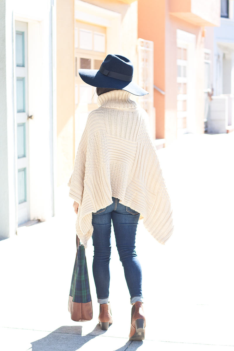 07-sf-knit-poncho-fedora-hat-denim-fashion-style