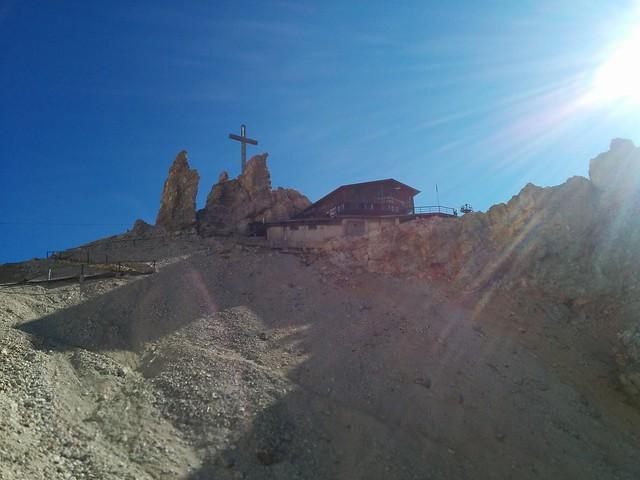 Rifugio Lorenzi und das Gipfelkreuz