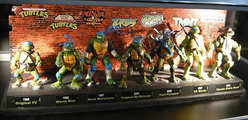 "Nickelodeon ""HISTORY OF TEENAGE MUTANT NINJA TURTLES"" FEATURING LEONARDO iii / ..original PLAYMATES office model (( 2010 ))"