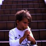 Image of Straw Market near Nassau. dia analogfilm scan 1980s slide 1980er diapositivfilm kleinbild kbfilm analog 35mm canoscan8800f 1988 contax137md bahamas nassau insel newprovidence amerika westindischeinseln karibik mittelamerika stadt strase bauwerk profanbau menschen strawmarket strohmarkt downtownnassau thebahamas nordamerika portrait gebäude rüdigerstehn