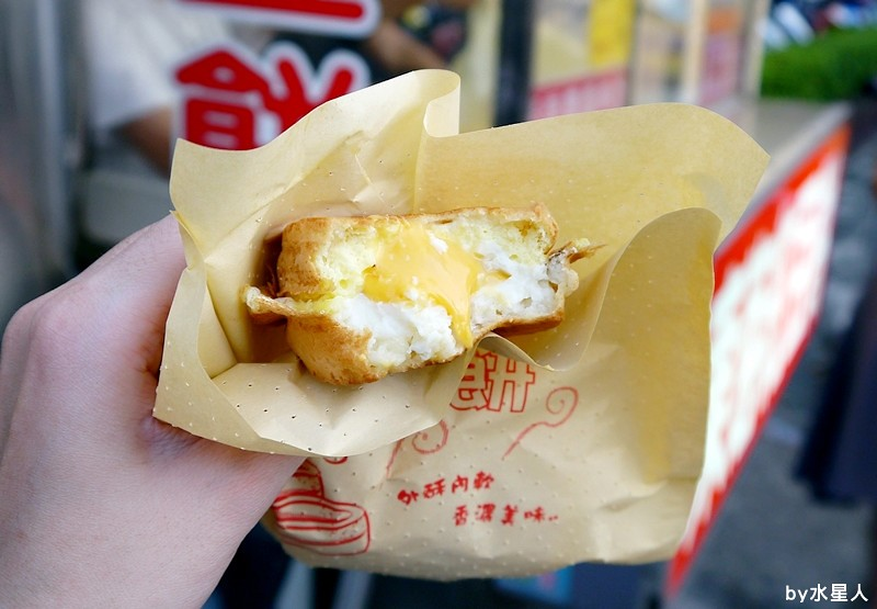 30230197700 41b538485f b - 台中西屯【東海紅豆餅】口味不少且新奇,把OREO放進車輪餅裡了,還有起司牽絲的胡椒蛋
