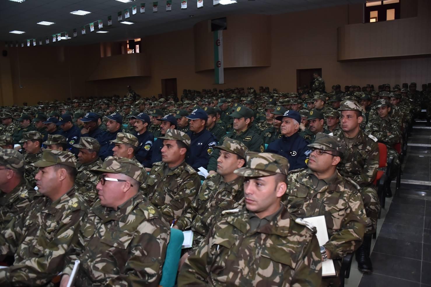 الجزائر : صلاحيات نائب وزير الدفاع الوطني - صفحة 5 30247894284_44f411b824_o