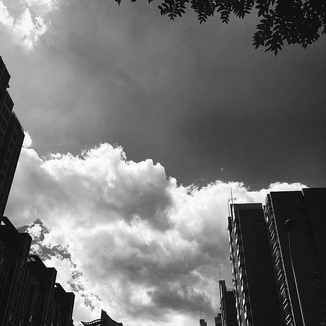 #VSCOcam 雲,層層那樣底開始堆疊。堆疊成片浮動在天際的念想。