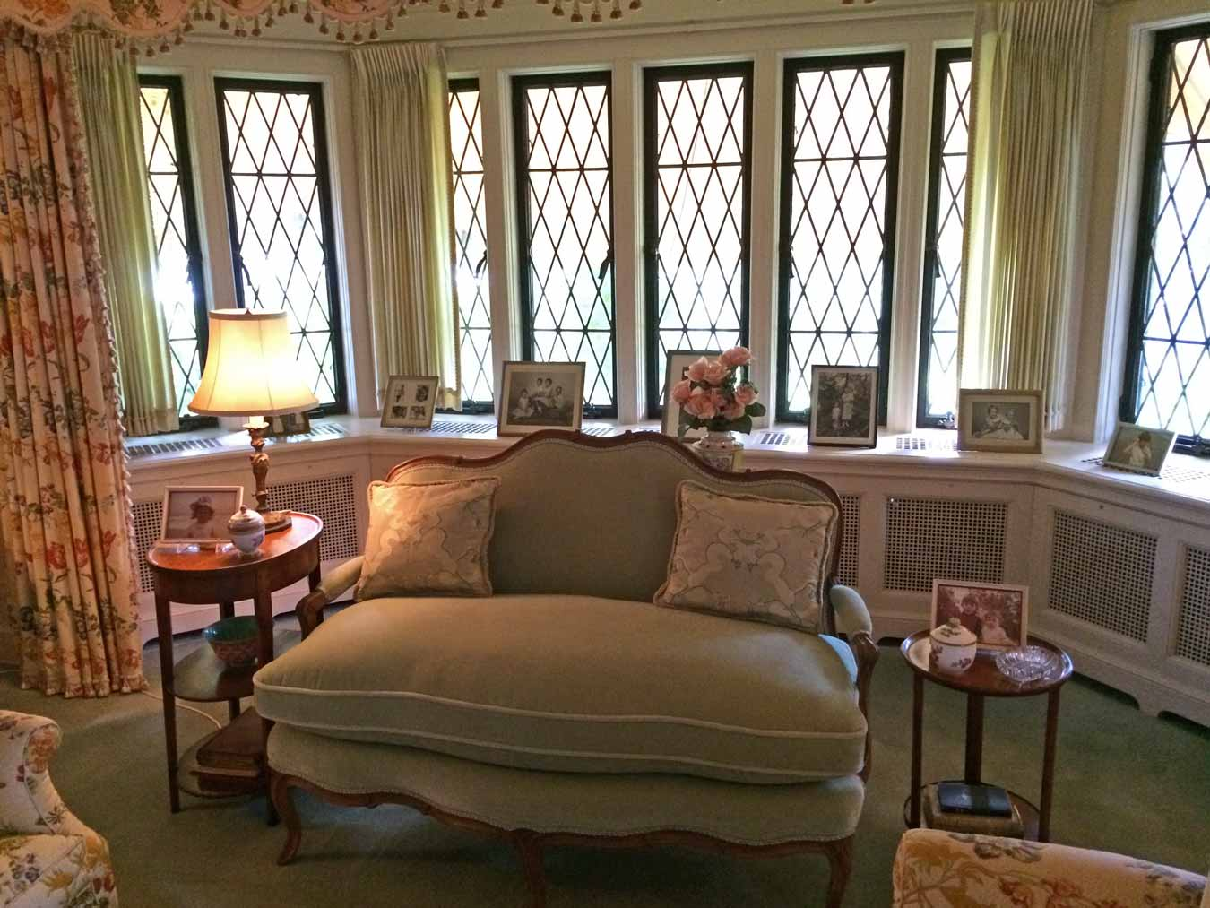 Wading In Big Shoes: Inside The Edsel And Eleanor Ford House // Take a peek inside the Edsel and Eleanor Ford House, Grounds, and Gardens in Grosse Pointe Shores, Michigan! Learn what you'll see during the tour here.