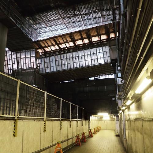 渋谷の地下道。10年以上前に、ここでゲリラ写真展をやったんだ。