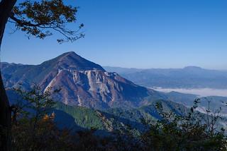 武甲山と両神山を展望@二子山・雄岳