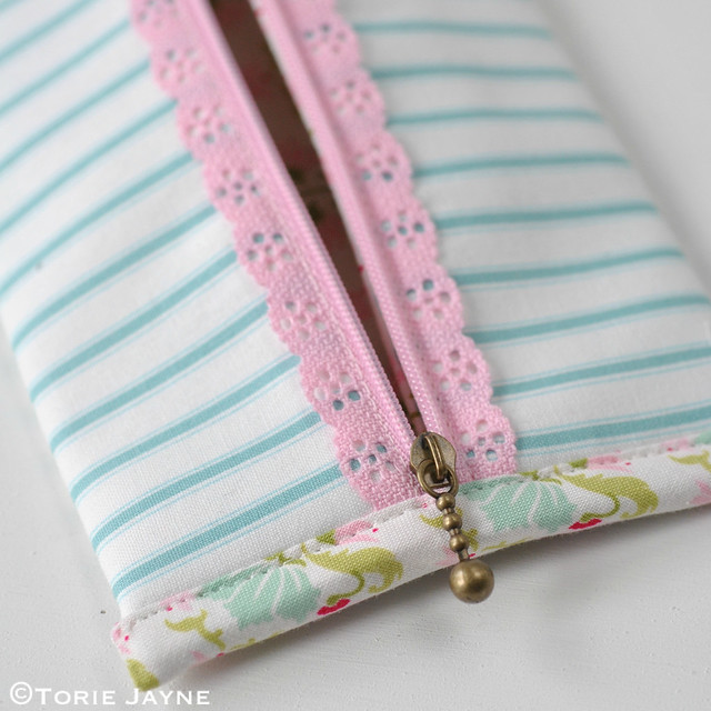 Lace Zip Pretty Pencil Case tutorial 16