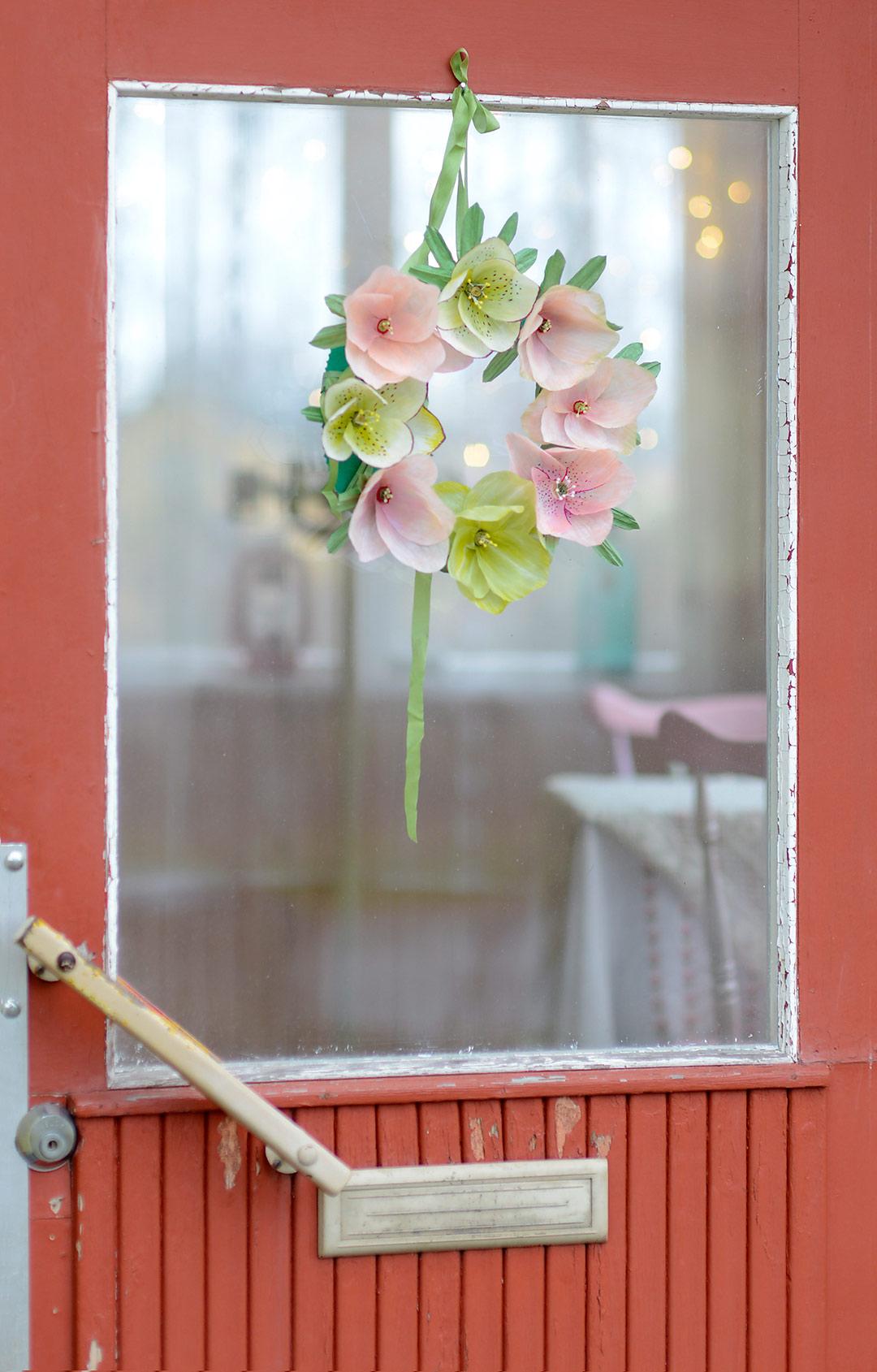 DIY paper hellebores by Jutta Rikola for Unelmien talo&Koti magazine