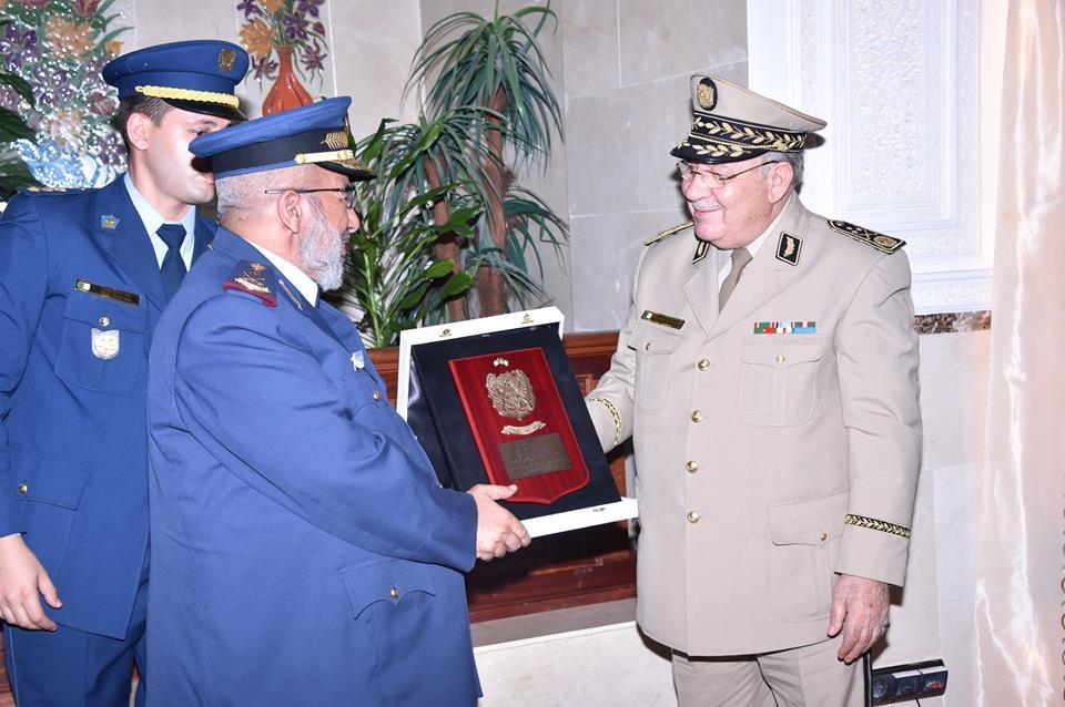 الجزائر : صلاحيات نائب وزير الدفاع الوطني - صفحة 4 30741893386_5b021e2f56_o