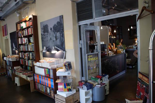 Intérieur du café Librairie.