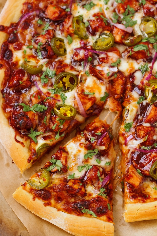 BBQ-Chicken-Pizza-2(2BBQ Chicken Pizza - made with grilled chicken, sliced jalapenos and red onions, and cilantro, So good you'll never go to CPK again!#bbqchickenpizza #chickenpizza #bbqpizza | Littlespicejar.com @littlespicejar