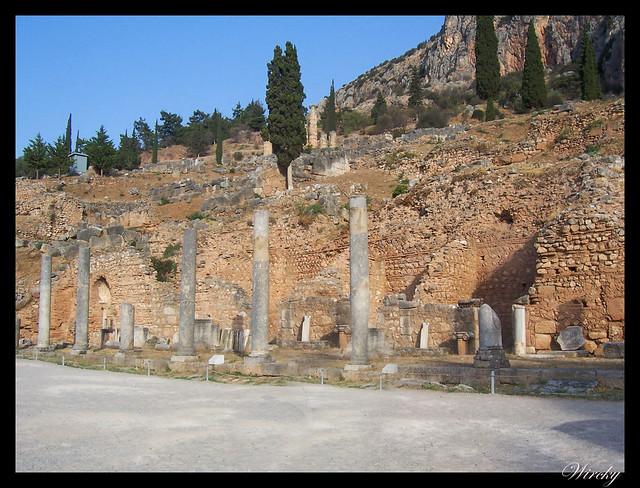 Grecia Delfos Osios Lukas Kalambaka - Ágora Romana de Delfos