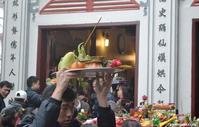 Vào chùa, sắm lễ thế nào mới đúng?