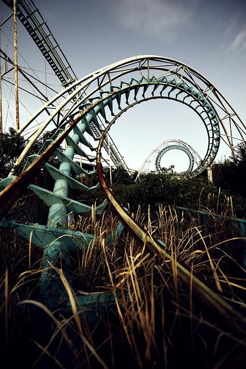 <strong>Công viên chết chóc Nara Dreamland, </strong>phỏng theo công viên Disneyland, mở cửa vào năm 1962. Song tới 2006, nó đột ngột bị đóng cửa. Ngày nay, nếu muốn trải nghiệm cảm giác hoang vu bí hiểm, bạn có thể đến nơi này.