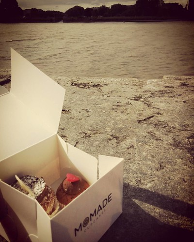 Gisteren, cupcakejes aan 't Scheld. It was a lovely birthday trip... #antwerpen #momadecupcakes #countyourblessings