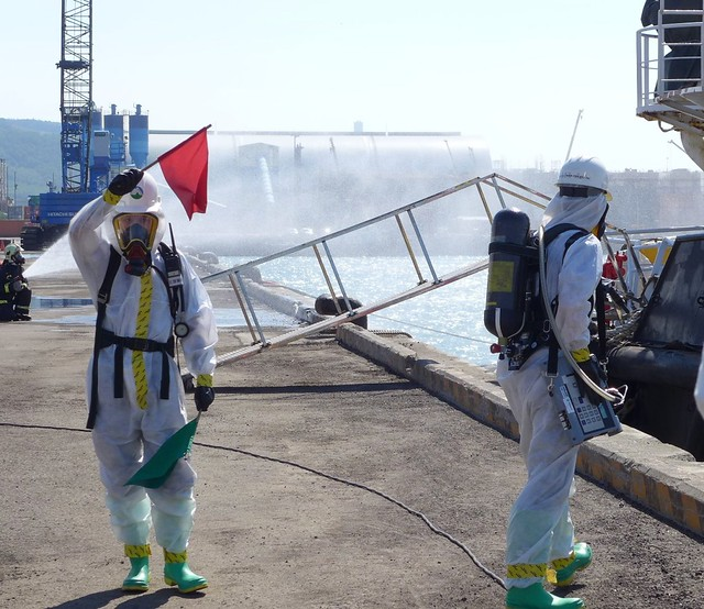偵測空氣中苯蒸氣濃度。紅旗等於濃度高於安全值。