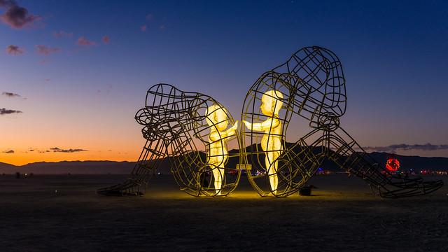 Deux enfants dans des corps d'adultes : la sculpture du ...