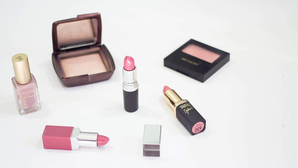 My Favorite Lipsticks for Fall | A Hint of Rose | In this post, I share with you some of my favorite lipsticks for Fall. If you want to read the entire post, just click on this link : http://www.ahintofrose.com/2015/09/my-favorite-lipsticks-for-fall.html