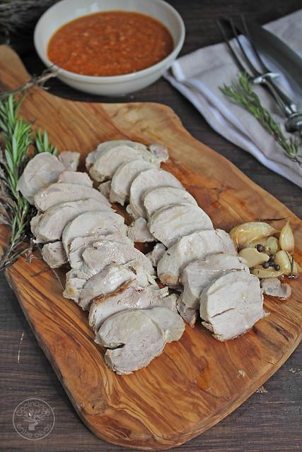 Solomillo en manteca con salsa romesco www.cocinandoentreolivos.com (27)