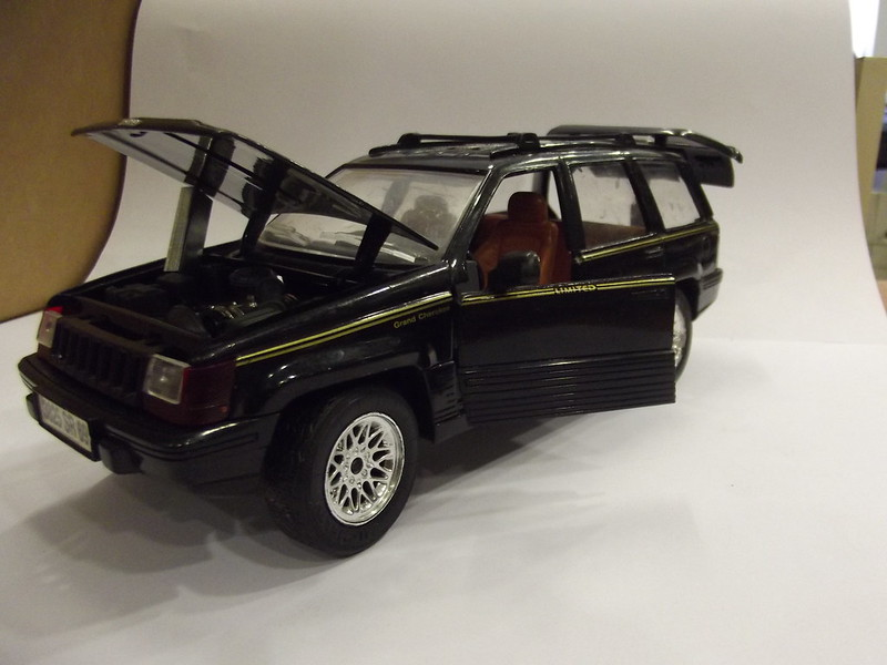 N°4415 Jeep Grand Cherokee. 22600573885_74b8c63a93_c