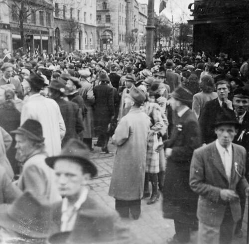 Gateliv i Søndre gate 17. mai 1945