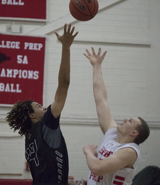 2015 Basketball vs Desert Ridge | The Roundup