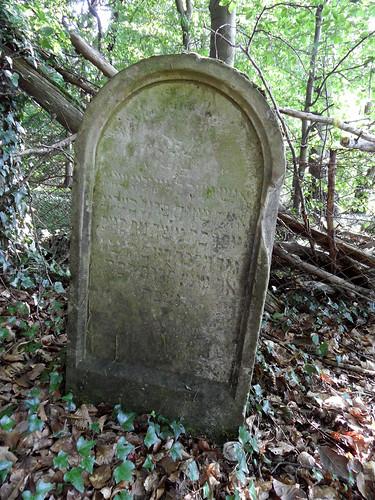 Jüdischer Friedhof in Frücht - Grabstein mit hebräischer Inschrift