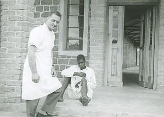 Il dottor Francesco Di Croce a Tanganyka, Rulenge. (1957, presenza stabile in Tanzania dal 1968)