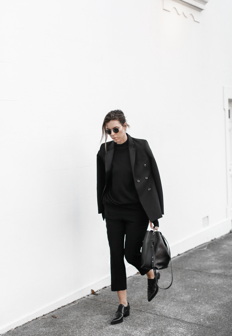 Ellery blazer, all black outfit, street style, Dion Lee knit, workwear, bucket bag, Stella McCartney loafers, MODERN LEGACY blog (1 of 1)