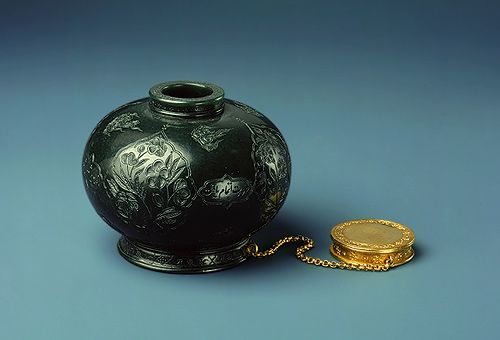 ade and gold ink bottle, Mughal, period of Jehangir, 1605-27