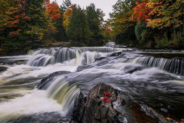 2015 pe blog 20 de poze superbe de toamna din lume flickr 2015 imagini frumoase cu toamna din diferite locuri frumoase ale lumii italia germania franta sua autumn photography fall colors pictures landscapes peisaje de toamna minunate Upper Bond Falls in Autumn