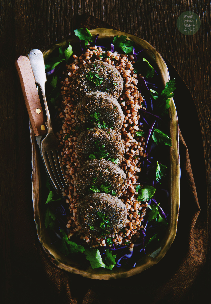 Vegan patties with wild mushrooms and green lentils