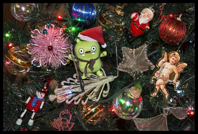 Dec 08 2015 - Jeero Helps decorate Mum's Xmas Tree...